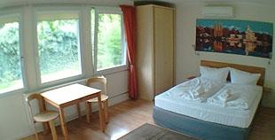 Einzelzimmer/ Doppelzimmer mit Duschbad und Klimaanlage