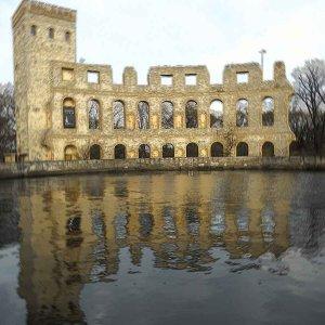 Ruinenwand - nachempfundenes Amphitheater