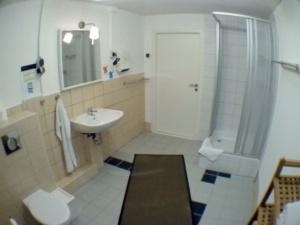 Privatbad extern - Dusche / WC / Waschtisch